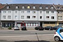 Ehemalige Arztpraxis mit vielen kleinen Räumen direkt an der Polsumer Straße