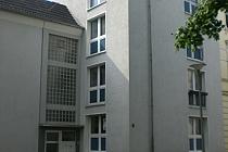 Helle und geräumige 2,5-Raum-Wohnung im Erdgeschoss! Weiß gefliestes BAD!