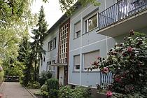 Aktuell vor umfangreicher Sanierung: 3,5 Zimmer mit neuem Balkon und neuer Garage in guter Lage