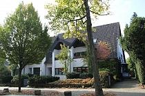 Bestlage, höchste Qualität am Berger See: Erdgeschosswohnung über 2 Ebenen mit Terrasse und Garten