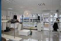 Große Schaufensterfront, sehr guter Zustand: Variabel nutzbares Ladenlokal im Herzen von GE-Buer