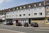 2 Wohn- und Geschäftshäuser mit 14 Wohnungen, 3 Gewerbeeinheiten, Lagerhaus auf 1.320 m² Kaufgrund