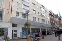 Mitten in der City: Gepflegte 2,5 - Dachgeschosswohnung mit großzügiger Terrasse und Aufzug
