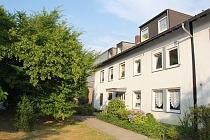 BUER: Gut ausgestattete, vollständig renovierte 3,5 Zimmer Wohnung mit riesigem Balkon