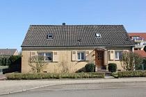 Komplettes Doppelhaus bzw. Mehrgenerationenhaus mit großem Garten und großer Garage in ruhiger Lage
