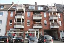 Attraktive, günstige, gepflegte 2 - Raum - Dachgeschosswohnung MIT BALKON in zentraler Lage in Horst