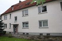 Gut aufgeteilte 2,5 Raum - Erdgeschosswohnung mit Badewanne und großer Küche in Duisburg-Huckingen
