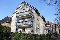 Perfektes Eigenheim: Wertige 4,5-Hochpaterrewohnung und Souterrain mit Garage, Balkon und Gärtchen