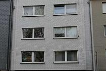 Kleine Wohnung sucht neuen Eigentümer: 2- Raum-Dachgeschosswohnung mit Balkon im Ostviertel