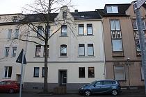 Platz für die ganze Familie: Repräsentatives Zweifamilienhaus + 2 Appartements und riesigem Garten