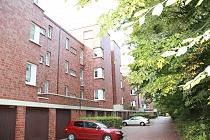 Helle und gepflegte 3,5-Zimmer-Etagenwohnung in zentraler Lage mit Balkon, zwei Bädern und Garage