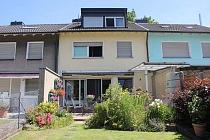 Für die junge Familie: Modernisiertes Reihenmittelhaus mit Terrasse, Garten und Garage in Hassel