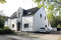 Modernisierte 2,5 Erdgeschoss-Wohnung mit eigenem Eingang, neuem Bad und Gartenstück in der Boy