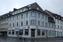 Im Zentrum von Hüls: Gepflegtes Wohn- und Geschäftshaus mit zwei Gewerbeeinheiten und 7 Wohnungen